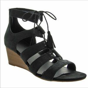 Ugg Yasmin snake sandals size 9.5